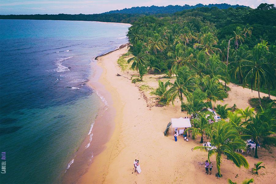 Boda en Punta Uva con Dron (Puerto Viejo de Limón, Costa Rica)
