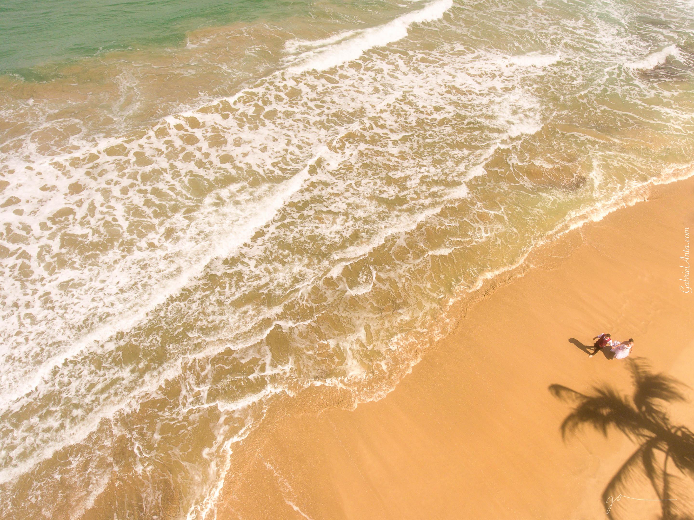 Fotografía con dron de Boda en la playa de Punta Uva (Puerto Viejo de Limón, Costa Rica)