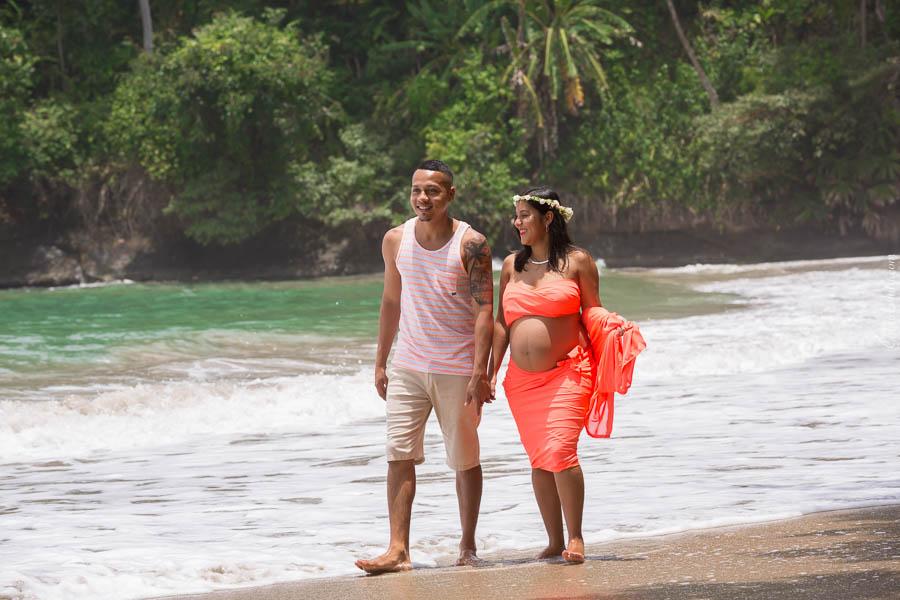 Sesión de Fotos de Maternidad en la Playa